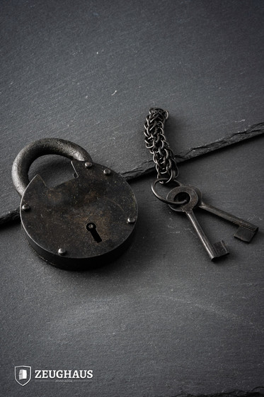 Ancient Dungeon Padlock With Chainmail Keychain