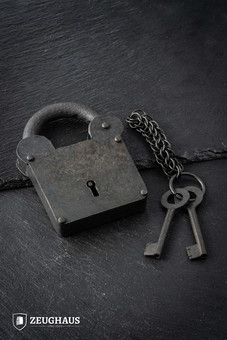 The Medici Padlock With Chainmail Keychain