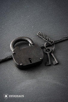 The Pirate Padlock Iron with Chainmail Keychain & Two Keys