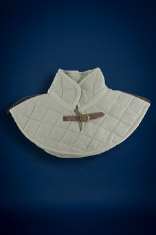 padded collar, ecru