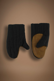 padded mitten, black with leather palms
